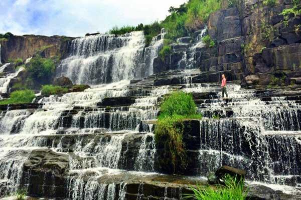 Красивый водопад в Далате