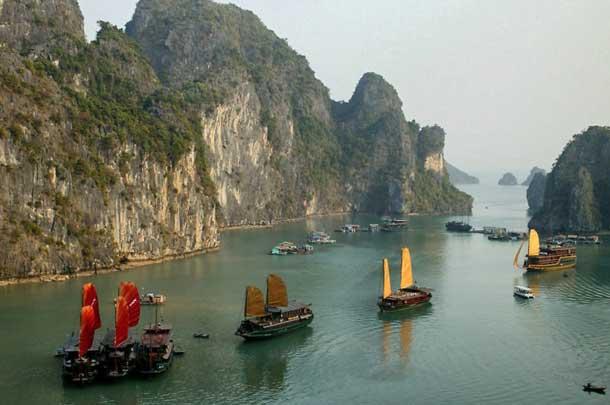 Залив Халонг во Вьетнаме в сентябре