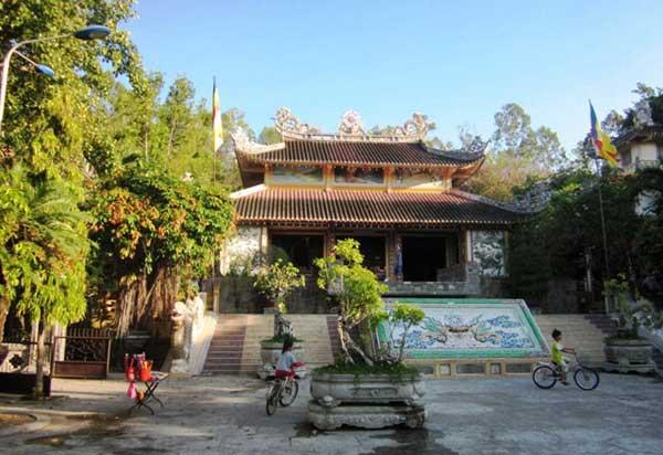 Пагода Лонг Сон в Нячанге фото