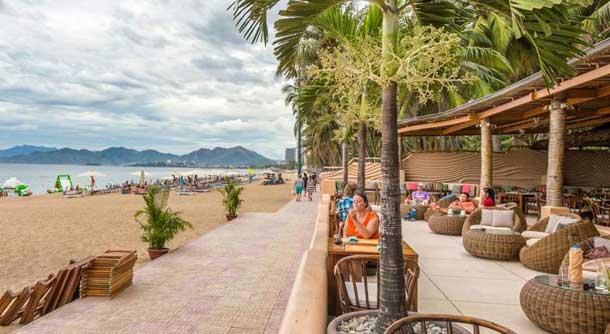 Пляж недалеко от отеля Палм Бич 3*