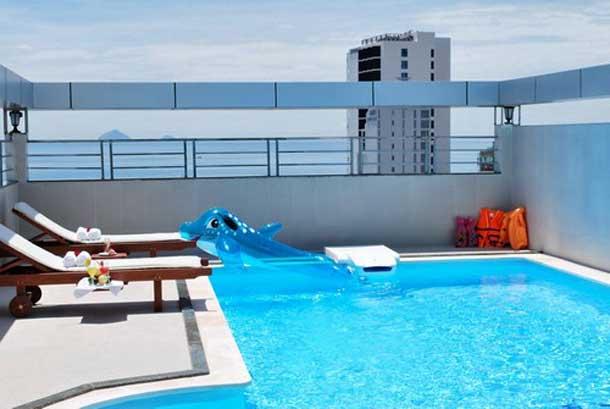 Бассейн в отеле Барселона 3*