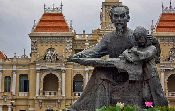Памятник Хо Ши Мину в Сайгоне