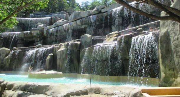 Водопад из минеральной воды в Ай Резорт в Нячанге