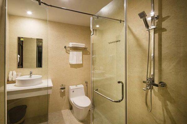 Ванная комната класса «делюкс» в отеле Paris 3*