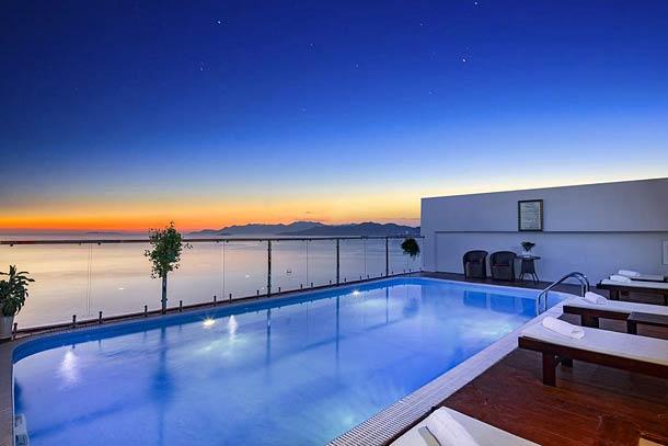 Бассейн с панорамным видом на море Paris Nha Tang Hotel 3