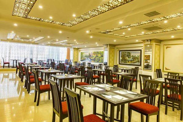 Ресторан в отеле Париж (Нячанг)