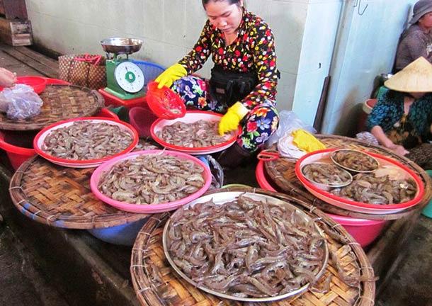 Морепродукты на рынке в Нячанге