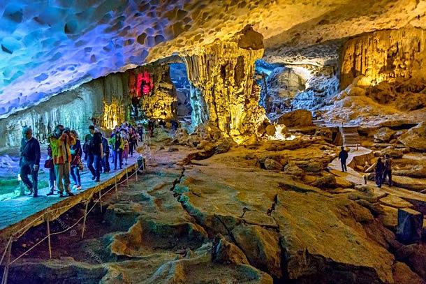 Экскурсии в пещеры бухты Халонг (Вьетнам)