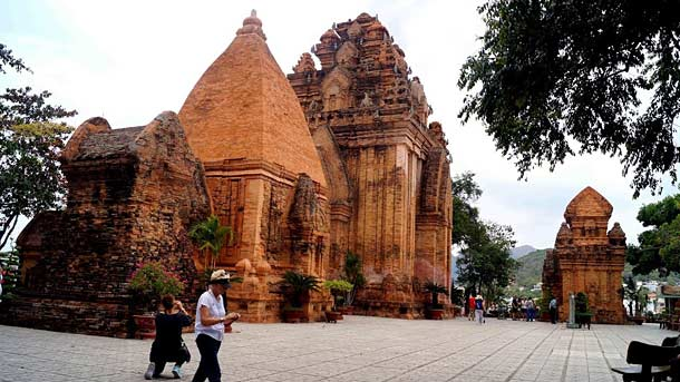 Чамские башни Понагар во Вьетнаме