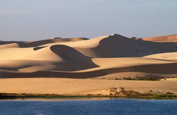 Белые дюны в Фантьете (Вьетнам)