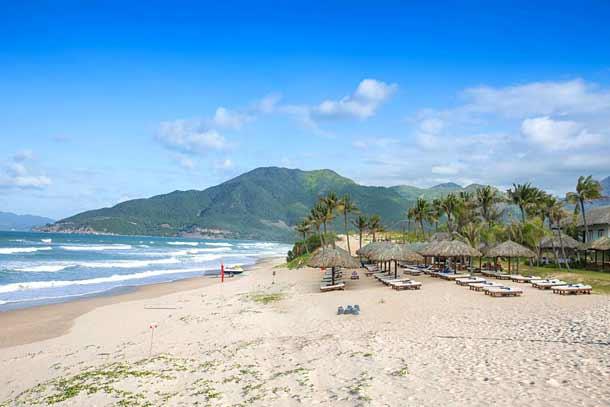 Пляж в отеле Камрань Ривьера во Вьетнаме
