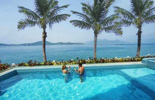 Открытые бассейны в отеле MerPerle Hon Tam Resort