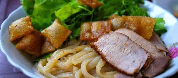 Лапша со свининой Као Лау